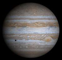 Jupiter in natürlichen Farben mit Schatten des Mondes Europa, aus Fotos der Telekamera der Raumsonde Cassini vom 7. Dezember 2000 Bild: de.wikipedia.org