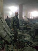 Bergungsarbeiten in der zerstörten Untergrundschule