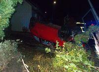 Der Kleinwagen blieb auf dem Dach liegen. Bild: Polizei Minden-Lübbecke