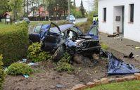 Der Seat dürfte nach dem Unfall nur noch Schrottwert haben. Bild: Polizei Minden-Lübbecke