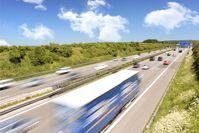 """Zahl der Woche: Ich geb Gas: Deutsche fahren gerne auf der Autobahn /  Bild: """"obs/CosmosDirekt"""""""