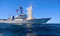 Zerstörer USS Chafee beim abfeuern einer Lenkrakete (Symbolbild)