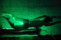 Die Bewegung der angeleuchteten Kügelchen am Schwimmer wird durch die Hochgeschwindigkeitskamera exa Quelle: Foto: Jürgen Scheere/FSU Jena (idw)