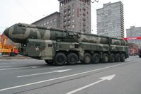 Topol-M, eine ballistische Interkontinentalrakete bei der Vorbereitung zur Siegesparade in Moskau