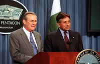 Donald Rumsfeld und Pervez Musharraf, Archivbild