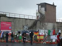 Love Parade 2010, Aufgang zur Rampe, links Treppe. Bild: Beademung at de.wikipedia