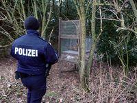 Eine illegale, völlig unverblendete Kastenfalle mit einem Kaninchen als Köder (Kreis Euskirchen, 21.2.2013). Bild: Komitee gegen den Vogelmord e.V.