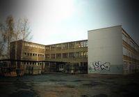 Eine typische Schule im Jahr 2020 - Erinnerungen an Justizvollzugsanstallten sind nicht weit hergeholt (Symbolbild)