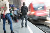 Symbolbild Bahnsteig Quelle: Katarina Balgavy (idw)
