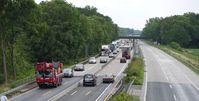 Typische Baustelle auf einer Autobahn: Vor einem Jahr abgesperrt und einen Bagger hingestellt, danach arbeiten 2 Arbeiter an 5km Strecke... (Symbolbild)