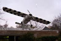 Nachbau des Flugzeuges (Dornier Do 27) der Grzimeks im Frankfurter Zoo