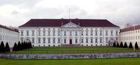 Erster Amtssitz des Bundespräsidenten ist das Schloss Bellevue in Berlin. Bild: Raimond Spekking / CC-BY-SA-3.0 / wikipedia.org