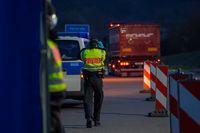 Lindauer Bundespolizisten lieferten zwei Migranten nach Grenzkontrollen in Zurückweisungshaft ein Bild: Polizei