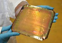 Ein Ätzverfahren verleiht Siliziumscheiben eine poröse Oberfläche, die sich besonders gut mit einer Quelle.