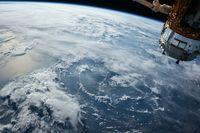 Erde gesehen aus dem All (Symbol) - SNA, 1920, 01.07.2021 (Foto: © CC0 / Free-Photos)