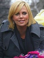 Charlize Theron (2008) Bild: John Harrison at http://flickr.com/photos/15512543@N04/ / de.wikipedia.org