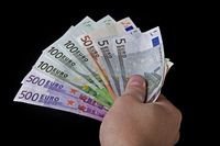 Lohntüte, Bezahlung, Geldscheine (Symbolbild)