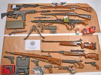 Bei Durchsuchungen im Schwalm-Eder-Kreis sichergestellte Waffen. Bild: Polizei