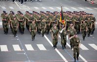 Infanterie Parade (BRD): Auf dem Bild sind ausnahmslos Soldaten, die auch gleichzeitig alle Veteranen sind - nach neuester Definition.