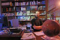 Astrophysiker Prof. Dr. Ralph Neuhäuser von der Uni Jena  vermutet, dass es in in 3.000 bis 12.000 Lichtjahren Entfernung von der Erde einen kurzen Gammablitz  gegeben hat. Quelle: Foto: Jan-Peter Kasper/FSU (idw)