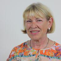 """Die Biologin und wissenschaftliche Dokumentarin Susanne Rehm ist seit 27 Jahren als Leiterin des Bereichs Informationsservice & Bibliothek bei der DHU in Karlsruhe tätig.  Bild: """"obs/Deutsche Homöopathie-Union DHU-Arzneimittel GmbH & Co. KG/DHU"""""""