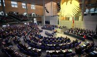 Bundestag: So voll wie zu dem Beschluß der Erhöhung des eigenen Einkommens wird es selten (Symbolbild)
