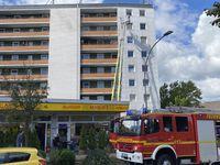 Einsatzstelle mit Drehleiter Bild: Feuerwehr