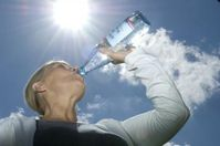"""Natürliches Mineralwasser ist der optimale Begleiter für die ,,Hundstage""""."""