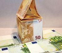 Immobilie aus Geld: Preise ziehen massiv an. Bild: pixelio.de, Benjamin Klack