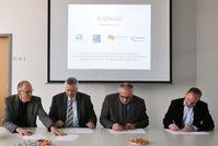 Unterzeichnung des Kooperationsvertrags Quelle: Hochschule Mainz (idw)