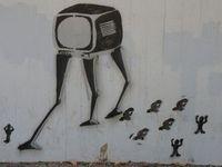 Fernseher: Viele Einsame verfallen ihm. Bild: pixelio.de/Dieter Schütz