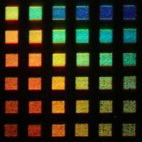 Regenbogenfarben: Alu-Pixel liefern viele Töne. Bild: J. Olson/Rice University