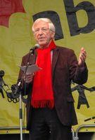 Franz Alt bei der Abschlusskundgebung der Anti-Atom-Menschenkette am 12. März 2011 in Stuttgart