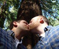 Schwules Paar: Genetik-App sorgt für Wirbel