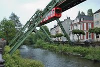 Wuppertaler Schwebebahn im Stadtteil Barmen