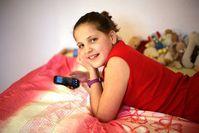 Teen mit Handy: Risiko ist nicht überzubewerten. Bild: Rainer Sturm, pixelio.de