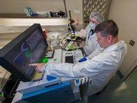 Gregory Aune im Labor: Folgen von Chemotherapien untersucht.