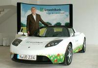 "Elektro-Firmenwagen der UmweltBank ""Tesla Roadster"". Bild: obs/UmweltBank AG"