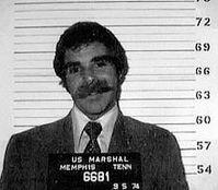 Harry Reems bei seiner Verhaftung 1974 wegen des Films Deep Throat