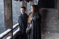 """Auf Winterfell vertreten Jon Schnee und Sansa Stark unterschiedliche Ansichten bezüglich des weiteren Vorgehens. Kleinfinger versucht, die Situation zu seinen Gunsten zu nutzen. Serien-Samstag mit """"Game Of Thrones"""" und """"Taboo"""", ab 10. Februar 2018, um 20:15 Uhr bei RTL II. © HELEN SLOAN / HBO / RTL II -..."""