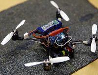 """""""FlyCroTug"""" nach Landung auf einer Oberfläche."""