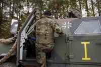 Fahrschulausbildung kurdischer Peschmerga an gepanzerten Radfahrzeugen. Bild: Streitkräftebasis.