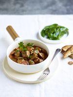 """So gelingt die Zubereitung: Die besten Tipps und Tricks für das perfekte Lammfleisch! / Lammeintopf mit Chorizo. Bild: """"obs/Lamm. Das musst du probieren/© Studio Wauters"""""""