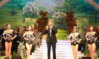 """Florian Silbereisen moderiert, inmitten des Deutschen Fernsehballetts, das """"Frühlingsfest der Volksmusik"""" in der Mannheimer SAP-Arena (2008)"""