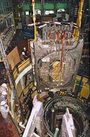In der Versuchsanlage TOSKA des Forschungszentrums können Komponenten für die Kernfusion - hier eine Modellspule für ITER - getestet werden.  Foto: Forschungszentrum Karlsruhe
