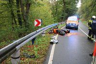 Kleinkraftrad in Leitplanke Bild: Polizei