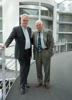 WDSF-Vorstand Jürgen Ortmüller (lks) und Richard O'Barry Bild: WDSF