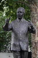 Nelson-Mandela-Statue von Ian Walters in London auf dem Parliament Square