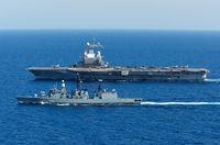 """Fregatte Augsburg (F213) im Kriegsschiff-Verband um den französischen Flugzeugträger """"Charles de Gaulle"""" im Mittelmeer im Rahmen der Mission Counter Daesh II, am 14.10.2016 (Symbolbild)"""
