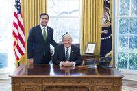John Ratcliffe  und Donald Trump (2017)